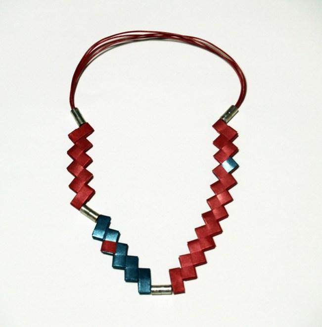 full_Necklace_Zig_zag_red_green_web