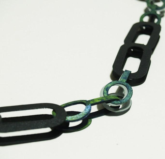 full_Necklace_Link_mixed_2U_green_detail_2_web