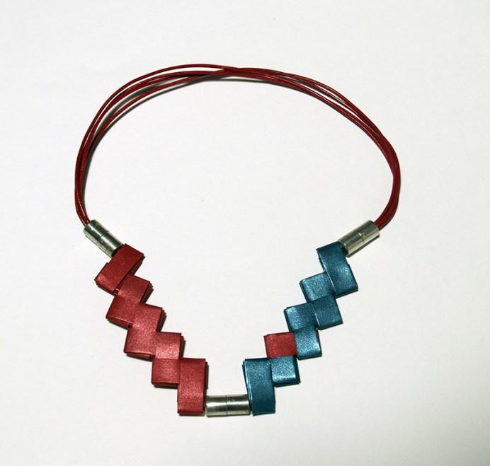 full_Necklace_Zig_zag_red_green_1_web
